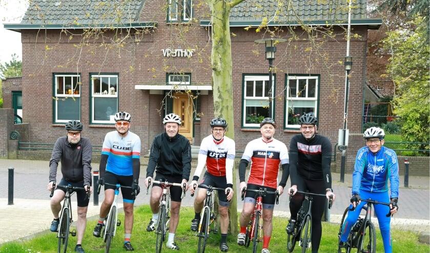 <p>De organisatie van het wielerweekend &#39;Van Vriethof tot Vriethof&rsquo;.&nbsp;&nbsp;</p>