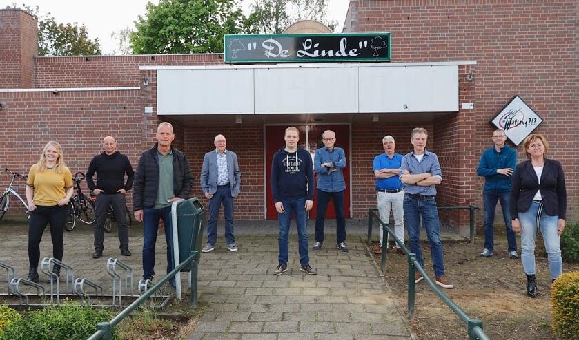 <p>Het enthousiaste projectteam bij De Linde in Oirlo.</p>
