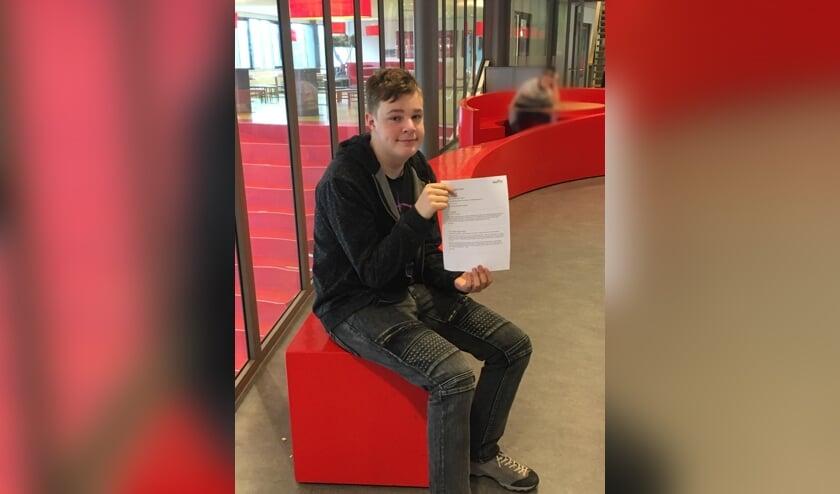 <p>Rens Teeuwen bereikt finale met zijn in het Engels geschreven flitsverhaal.</p><p><br></p>