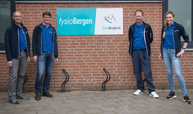 <p>Op links Ronald Vernooy en Leon de Swart en rechts Dimitri Eimers en Margot Verstraelen</p>