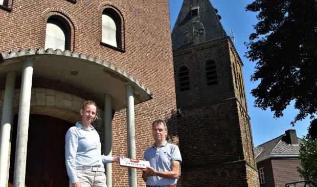 <p>Saskia Benthem bedankt Wim Bendermacher voor de medewerking</p>