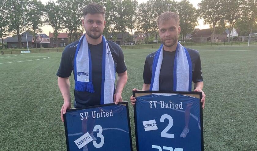 <p>Kevin Koolhof (links) en Willem Peters vertrekken na respectievelijk 185 en 276 offici&euml;le wedstrijden bij SV United. </p>