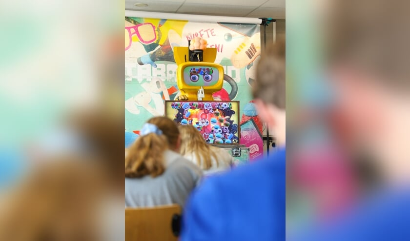 <p>De robot Foob leidt leerlingen door een interactieve les. </p>