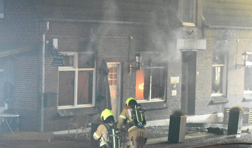 <p>De brandweer rukte met groot materiaal uit om de brand te bestrijden.&nbsp;</p>