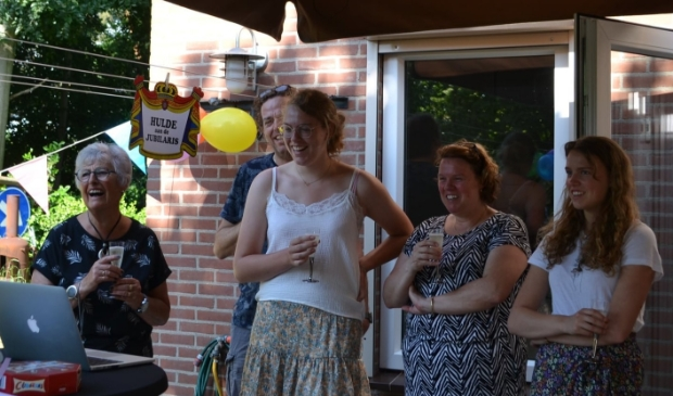 Lieve Lely werd verrast omringd door haar familie