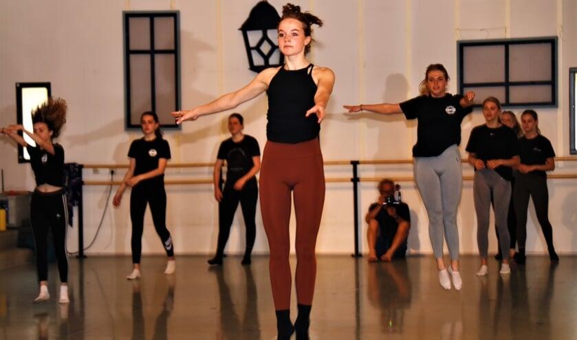 <p>Ook de Academy dansers genoten van de workshop modern jazzdans.</p>