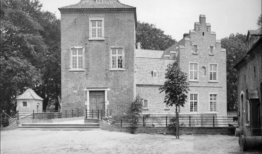 <p>Kasteel Geijsteren na de herbouw in 1918.</p>