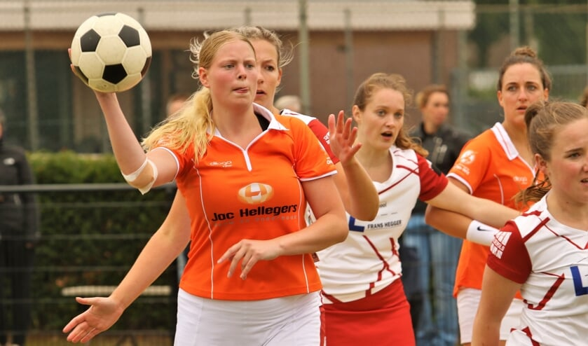 <p>Tess van der Cruijsen maakt dit jaar deel uit van de eerste selectie van Oranje Wit.&nbsp;</p>
