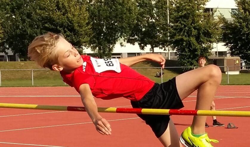 <p>Hoogspringen, een van de onderdelen van de landelijke finale jeugdatletiek in Venray.&nbsp;</p>