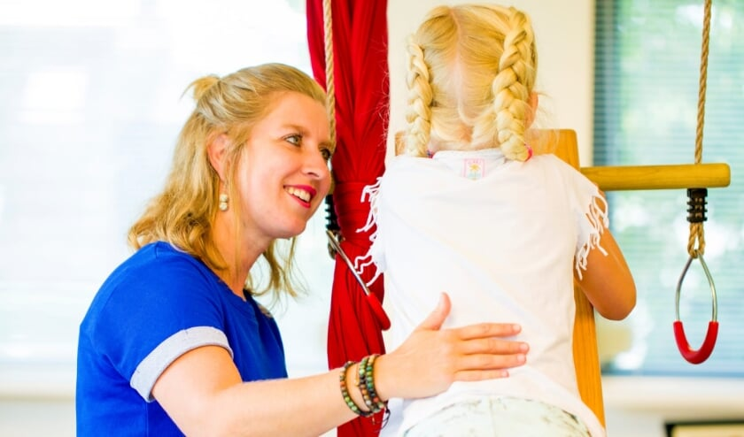 <p>Suzanne Strijbosch- van Snippenberg leert ouders en professionals op een andere manier naar hun kind te kijken.</p>