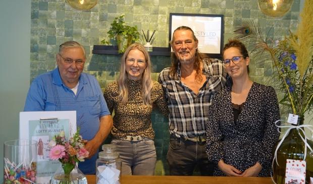 <p>Toon, Lieke, Fred en Silvia nog even op de foto na de opname van Watunweek</p>