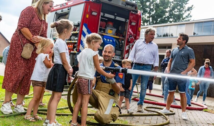 <p>Kinderen konden proeven hoe het is om bij de brandweer te zijn.</p>