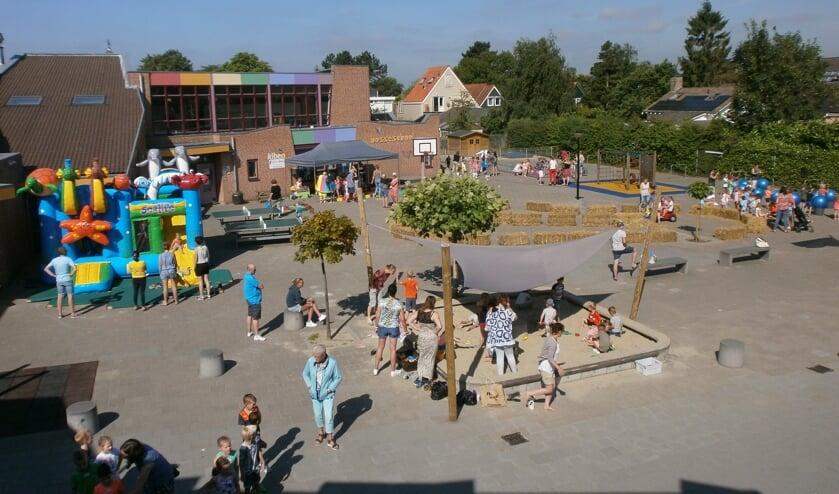 Spelende kinderen op het schoolplein, zoals hier bij de Bosseschool, een beeld dat de komende weken niet te zien zal zijn (Foto: archief Eilanden-Nieuws).