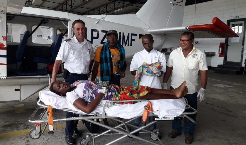 MAF-Suriname aan het werk voor patiënten. De foto dateert overigens van voor de coronatijd.