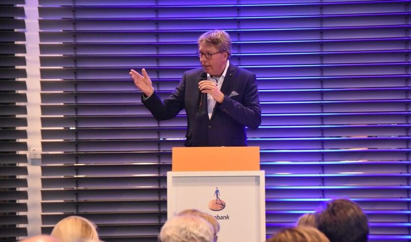 Jan Verhage tijdens zijn dankwoord op de afscheidsreceptie in Heinenoord.