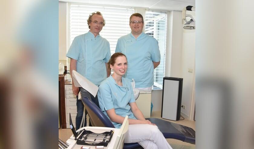 De tandartsen van Tandartspraktijk Stellendam, v.l.n.r.: Frank van der Pol, Franciska Breukel en dr. Georg Bröcker.