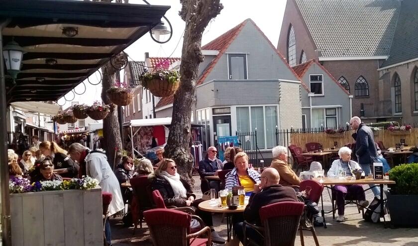 Terrassen maken nu onderdeel uit van het rondje over de Ouddorpse markt.