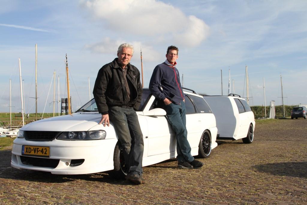 Marcel Huizer (rechts) en Rob van Daele bouwden samen deze bijzondere combinatie.  ©