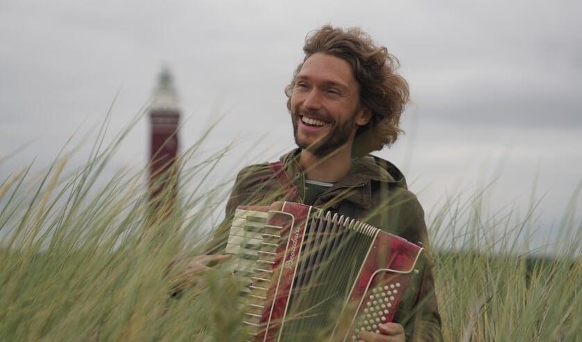Matthijs Lievaart is te zien in de documentaire Best of Nature, over de natuur op Goeree-Overflakkee.