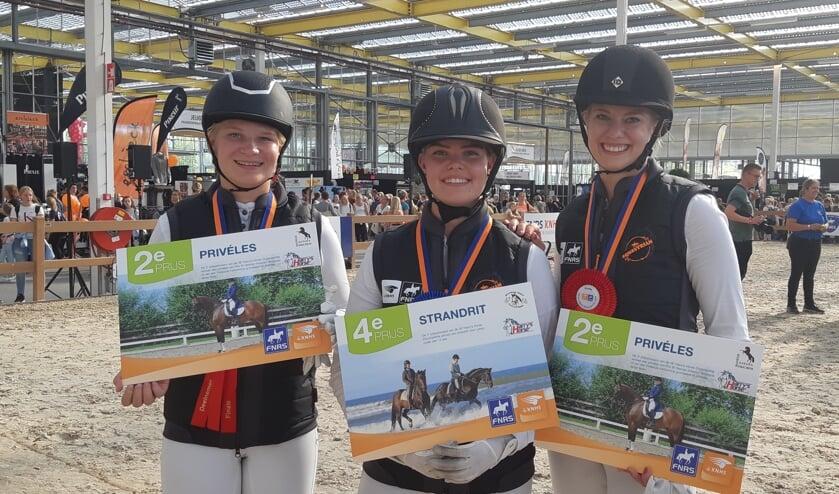 Manege Oostmoerfinalisten op Horse Event 2019. V.l.n.r. Denise Verolme, Saskia Möhrke en Lisa Knops. (foto: Rowena Koster)