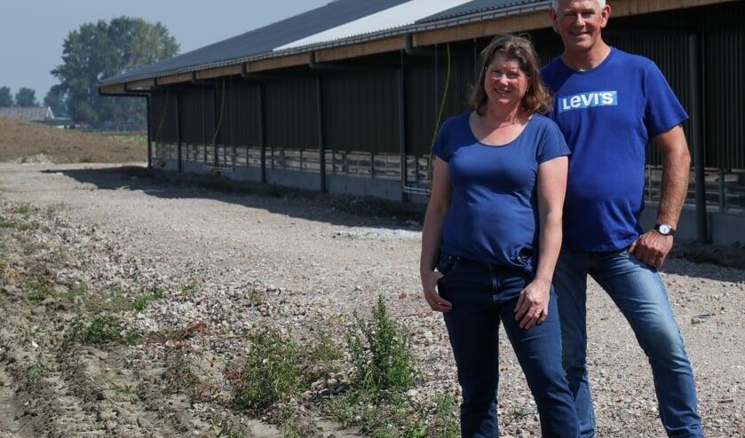 Hanneke en Sjef de Baar hebben ondernemersbloed, daarom bouwden ze een nieuwe, moderne stal. Foto: Eibaar