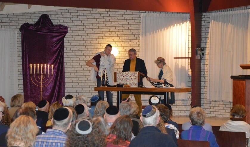 De voorzanger (chazzan), ds. Lingen en Rabbijn Maionah Benima. (v.l.n.r.)