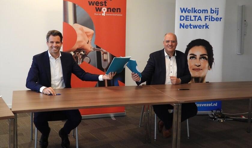 <p>Op de foto van links naar rechts; Michiel Admiraal, DELTA Fiber Netwerk en Kees van Dam, Oost West Wonen. </p>