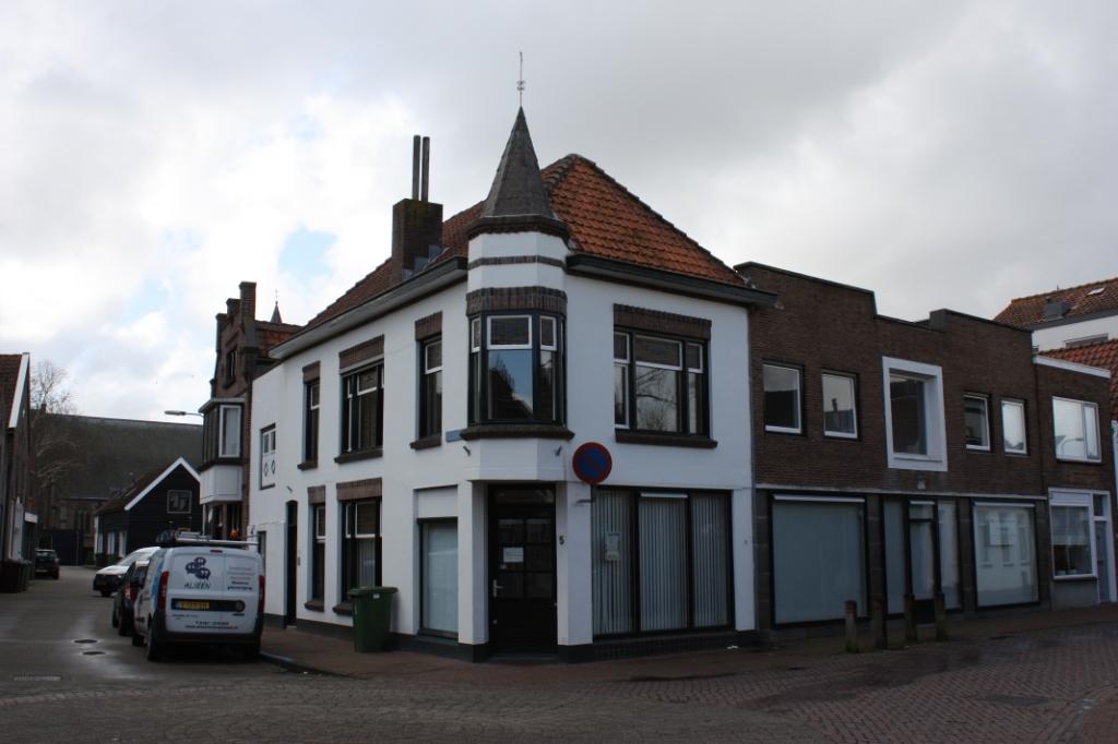 Het voormalige pand van CuraMare op de hoek Winterstraat-Nieuwstraat (Foto: Kees van Rixoort).  ©