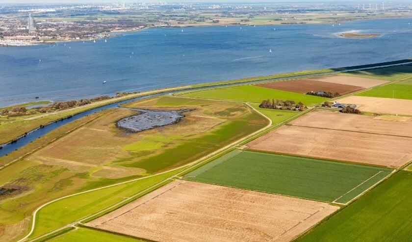 <p>De VVD-waterschapsfractie vindt dat natuur en economie goed samen kunnen gaan. (Foto: Topview Luchtfotografie)</p>