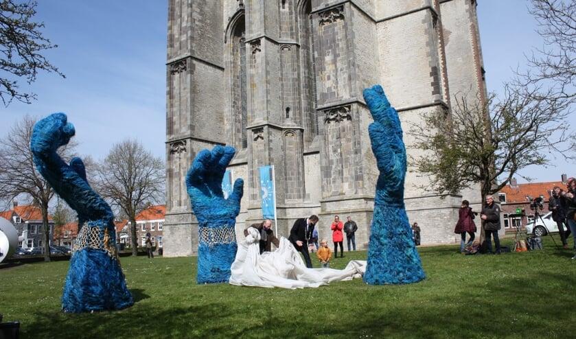<p>Kunstwerk Pluis, waarin 60 procent vispluis van de Kwade Hoek is verwerkt.</p>