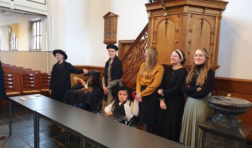 <p>Mevrouw Van den Berg-van Wijk met dochters en Samu&euml;l en Grace (Foto: Jaap Ruizeveld). </p>