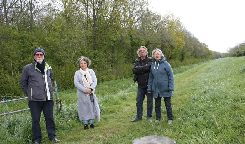<p>V.l.n.r. Durk Visser, Karen van Huijgevoort, Jan Quak en zijn vrouw Joke Kuipers (Foto: Kees van Rixoort).</p>