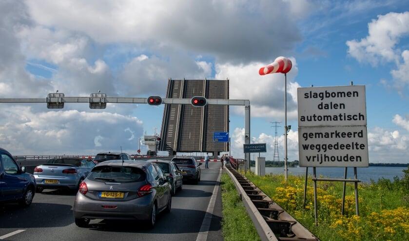 <p>File voor de Haringvlietbrug (Foto: Shutterstock).</p>