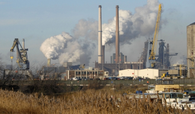 Provincie Noord-Holland heeft de vergunning van de Kooksfabrieken van Tata Steel in IJmuiden laten vergelijken met de daadwerkelijke situatie.
