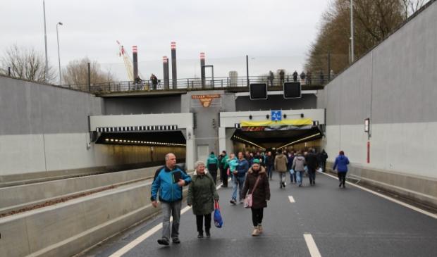 De Velsertunnel is deze week twee avonden en nachten in beide richtingen afgesloten voor verkeer.