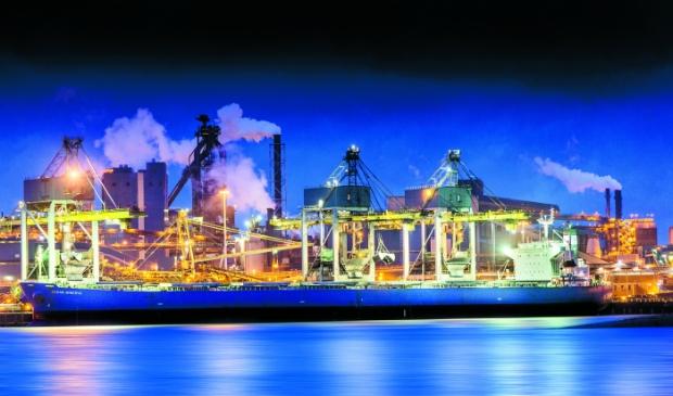 Tata Steel in de avond.