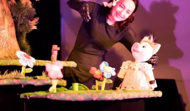 <p>Poppentheater Koekla maakt kleurrijke voorstellingen met prachtige poppen.&nbsp;</p>