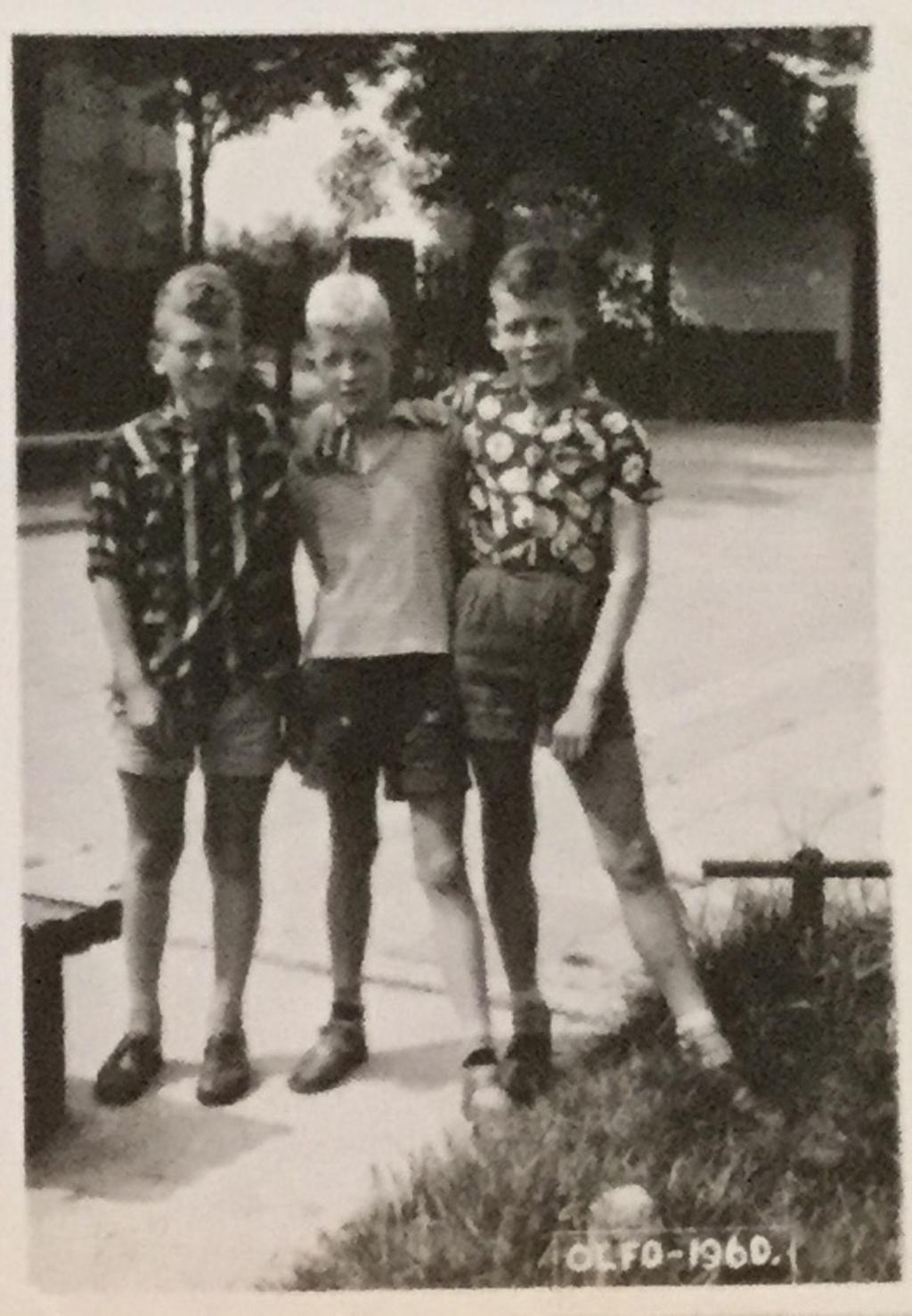 Peter (m) in 1960, 12 jaar, met vrienden Hans Boontjes en Arie Korver. (Foto: aangeleverd) © rodi