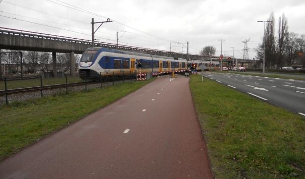 Gaan we vaker voor een dichte spoorlijn staan of komt er een tunnel voor het doorgaand verkeer?