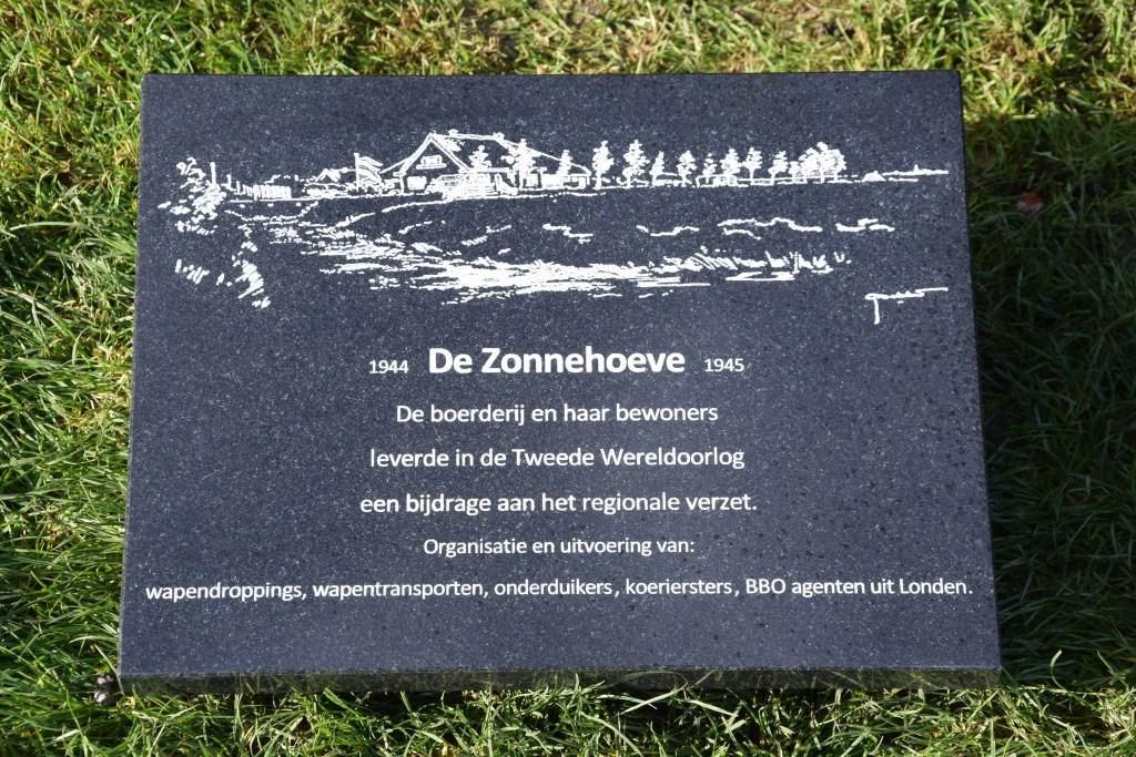 De gedenkplaat van Zonnehoeve, gemaakt door Frits van der Starre. (Foto: aangeleverd) © rodi