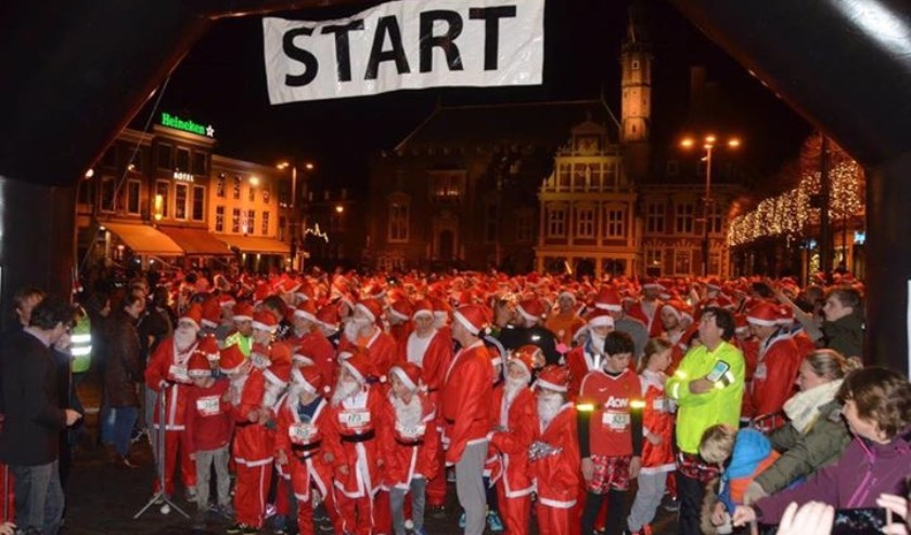 De Grote Markt stond ook vorig jaar weer vol met Santa's.