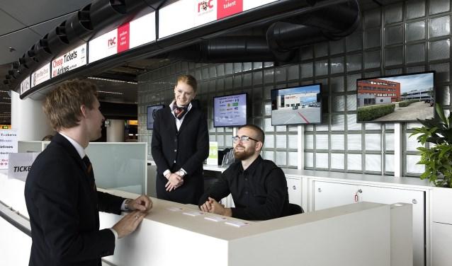 De servicebalie voor werkgevers en studenten in Vertrekhal 3 is geopend.