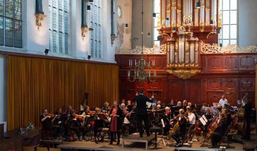 Symfonieorkest Sinfonia brengt het muziekstuk 'de Hoornse Rhapsodie'.