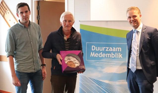 Peter Buscher, Carel van Poppel en wethouder Harry Nederpelt.