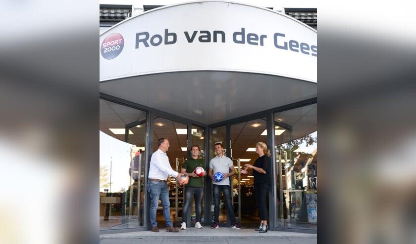 Rob, Roel, Roy en Yvon van der Geest vieren het 90 jarig bestaan van Rob van der Geest Sport 2000.