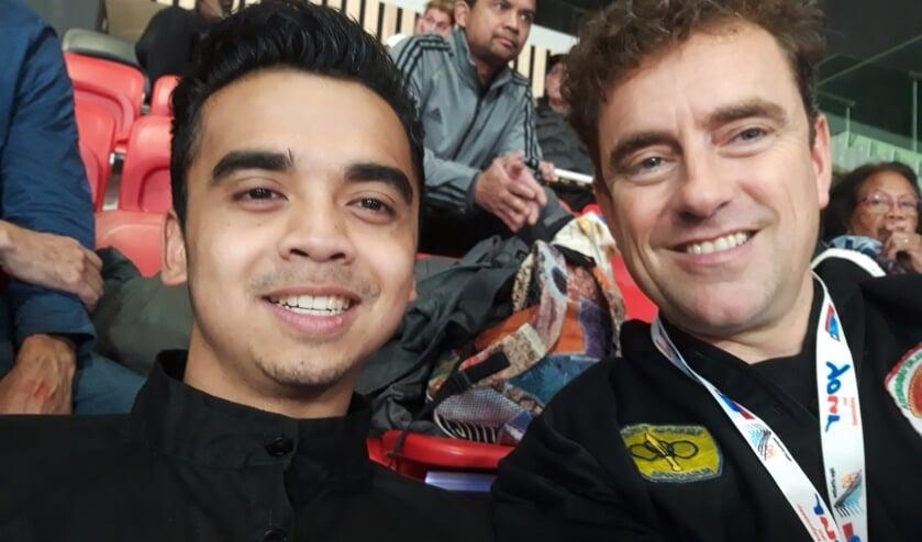 Alkmaarder Joshua Kartopawiro met zijn trainer Stephan Polak.