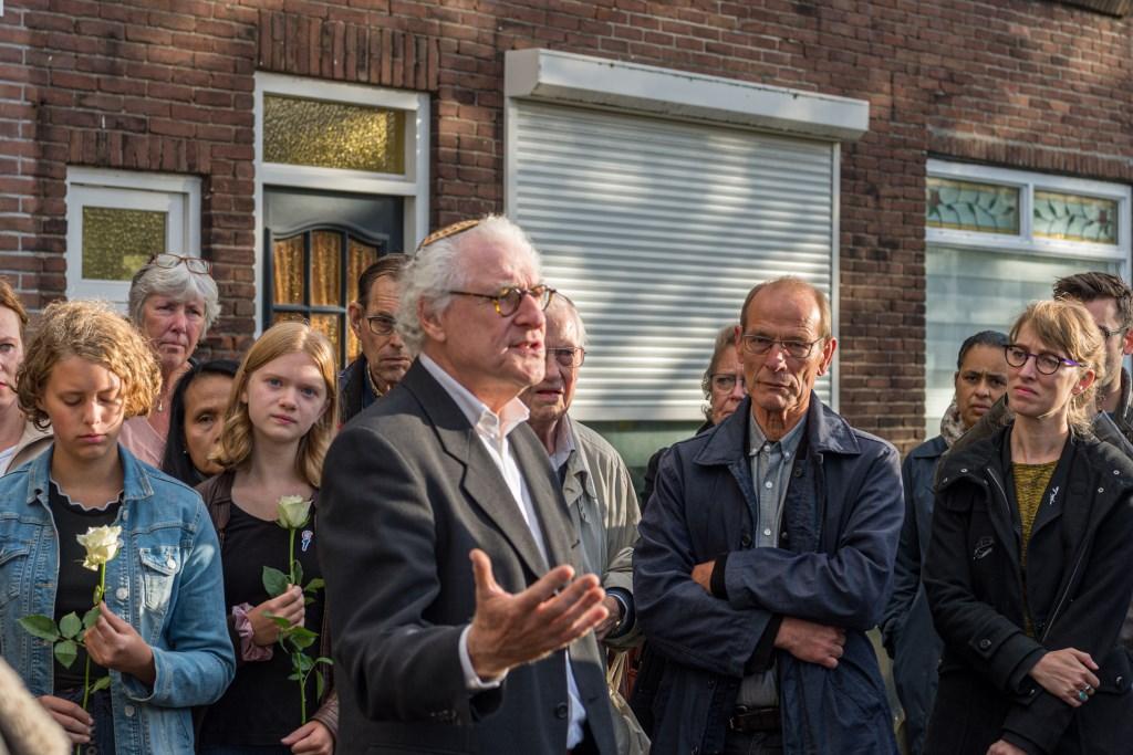 Mick Nolte spreekt het Kaddisj uit.   (Foto: Evert Ruis) © rodi