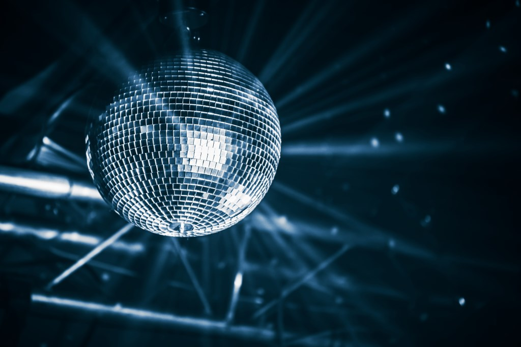Disco ball with bright rays, blue toned night party background photo (Foto: Adobestock ) © rodi