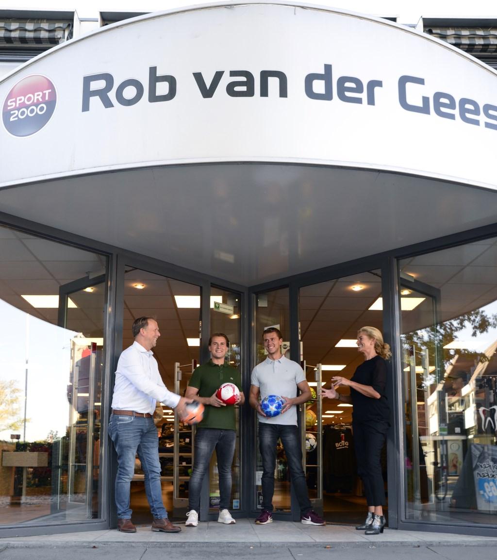 Rob, Roel, Roy en Yvon van der Geest voor één van hun Rob van der Geest Sport 2000-filialen.  (Foto: Miranda Castelein Studio MiCa) © rodi