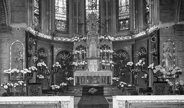 Het rijk versierde koor van de Laurentiuskerk in Heemskerk.